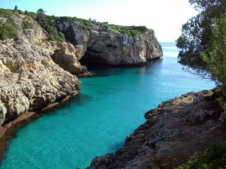 fishingtripmajorca.co.uk boat trips to cala Varques in Majorca